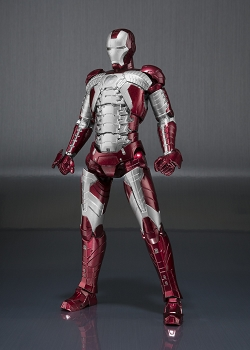 S.H. Figuarts IRONMAN MK5 and Hall of Armor