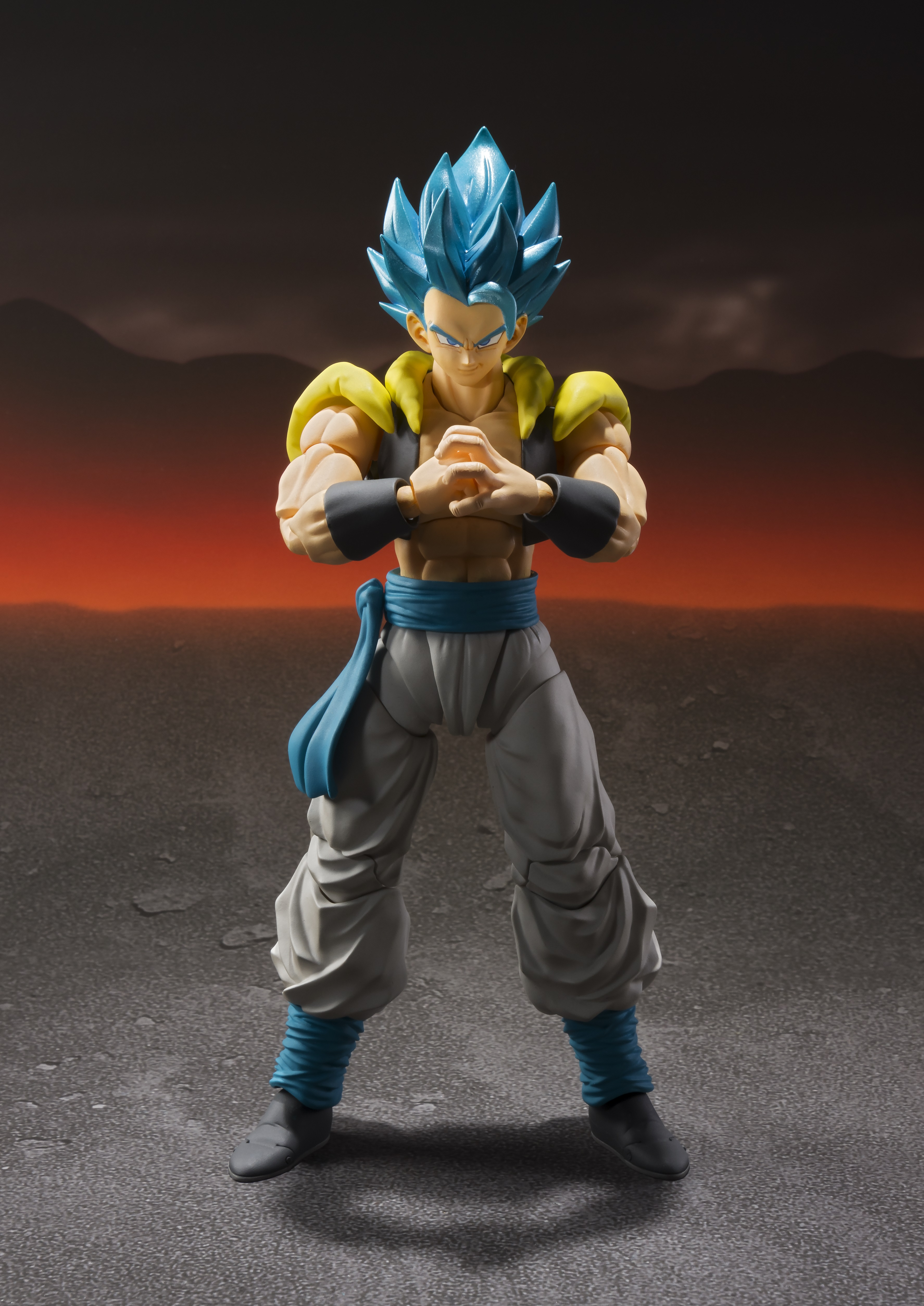 Figuarts Dragon Ball Z DBZ Super Saiyan God Gogeta Action Figure Bandai S.H
