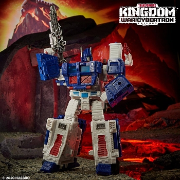 Transformers: Kingdom Leader Class ULTRA MAGNUS (Earth Mode)