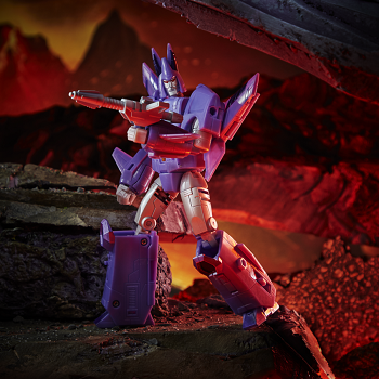 Transformers: Kingdom Voyager Class CYCLONUS