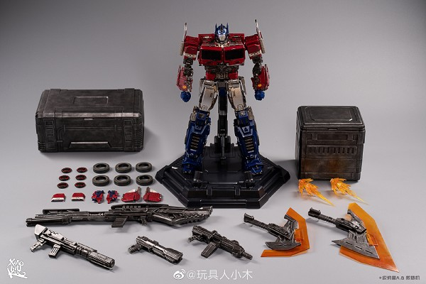 Toyworld TW-F09 FREEDOM LEADER (DLX Version)